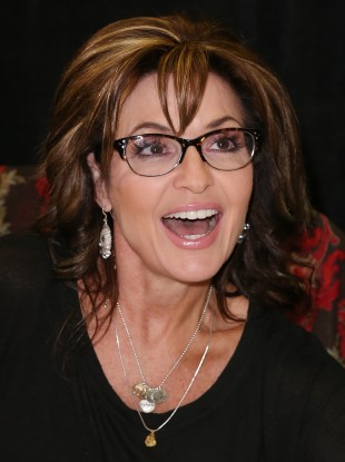 sarah-palins-good-tidings-and-great-joy-protecting-the-heart-of-christmas-book-signing-2-310x415