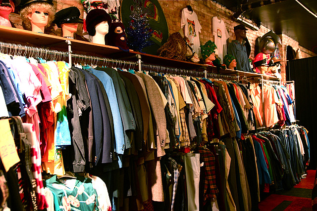 Top 12 Websites With the Most Fashionable and Affordable Clothing for College Students Forever This is probably the most popular website for college students to buy clothing from Mod Deals Styles For Less 10 Dollar Mall Necessary Clothing (7 more items).